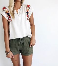 linen shorts + embroidered top comfy and cute Mode Outfits, Fashion Outfits, Fashion Clothes, Fashion Trends, Modest Fashion, Skirt Outfits, Fashion Tips, Fashion Purses, Shorts Outfits Women