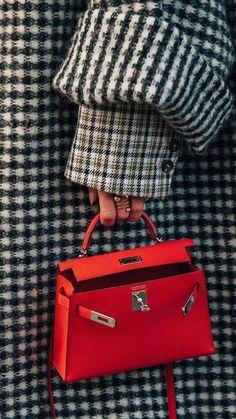 Hermes Kelly Bag + Women's Designer Handbag + Fashion Trend + Luxury – bolsos de mujer Hermes Kelly Taschen, Hermes Kelly Bag, Hermes Bags, Hermes Handbags, Hermes Clutch, Street Style Fashion Week, Street Style Blog, Cool Street Fashion, Looks Chic