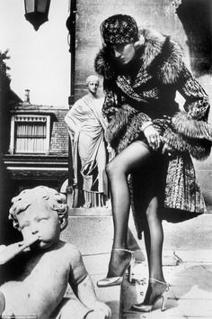 Helmut Newton's photographs featuring young Jerry Hall go on display | Daily Mail Online
