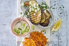 Monique van Loons zoete-aardappellatkes met auberginesalade - Recept - Allerhande