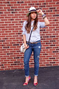 Adding accessories to a basic look  http://www.theflareblog.blogspot.com/2012/09/accoutrements.html