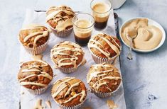 For the perfect afternoon snack, nothing beats these homemade coffee and walnut muffins served warm, fresh out of the oven. Apple Sponge Pudding, Coffee Muffins, Coffee Icing, Healthy Afternoon Snacks, Strawberry Slice, Muffin Tin Recipes, Small Cake, Fun Desserts, Cake Recipes