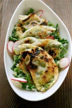 The Japanese Vegetarian Kitchen: Sandwich gyoza - Sosrecipe Japanese Vegetarian Recipes, Yummy Vegetable Recipes, Asian Recipes, Healthy Recipes, Vegetarian Food, Vegan Food, Yummy Veggie, Japanese Recipes, Food Food