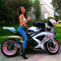 Las mujeres por instinto son bonitas pero una que le gusten las motos no tiene comparación Etiqueta a esa persona que ame las motos