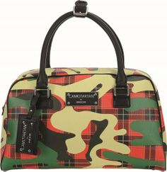 fig.: Bowling bag in red/green pattern from Yong Bae Seok's capsule collection 'Camotartan' for Geox; the bags for men and women come into Austrian stores at the end of March 2014. Photo: (C) Umberto Grizzo.