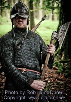 Find out about the Gallowglass, the medieval Irish equivalent to the Samurai warrior Viking Life, Medieval Life, Medieval Fantasy, Celtic Clothing, Irish Clothing, Irish Warrior, Celtic Warriors, Irish Culture, Samurai Warrior