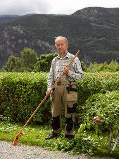 Mr. Rudi, gardener Bradley Mountain, Public, Park, Garden, Flowers, Photography, Fashion, Moda, Garten