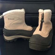 Snow boots These are gently used Columbia snow boots for woman. They are a size 6. Cream and gray in color. Columbia Shoes Winter & Rain Boots