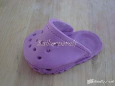 63fa4148bcfbc2 Baby Crocs Template Use gumpaste or regular fondant with tylose. I used 250  gr. of fondant with a teaspoon of tylose.