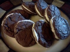 How to Make Homemade Oreo Cookies. Oreos are a classic favorite, but did you know that you could make them at home? Homemade Oreos don't taste exactly the same as the kind you find in the store, but they are delicious nonetheless. Just Desserts, Delicious Desserts, Yummy Food, Tasty, Homemade Oreo Cookies, Yummy Treats, Sweet Treats, Pub, Cookie Recipes