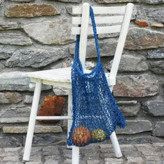 DIY: Knitted Paper Twine Tote Bag I wish I could crochet - I love produce bags! Loom Knitting, Knitting Ideas, Knitting Patterns, Diy Tote Bag, Produce Bags, Knitted Bags, Handmade Bags, Twine, Diy Fashion