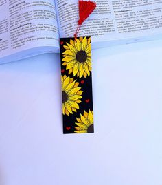 ▪︎This watercolor bookmark is an original artwork made by me, using watercolors. ▪︎It is painted on acid free 300 gsm/ watercolor paper (cold-pressed) ▪︎S Watercolor Sunflower, Simple Watercolor, Watercolor Trees, Watercolor Animals, Watercolor Background, Watercolor Landscape, Abstract Watercolor, Watercolor Illustration, Watercolor Paintings