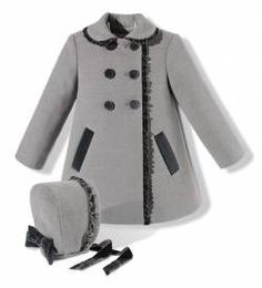 Little girls coat and bonnet Little Girl Fashion, Toddler Fashion, Kids Fashion, Little Girls Coats, Little Girl Dresses, Baby Kids Clothes, Doll Clothes, Baby Coat, Fashion Mode