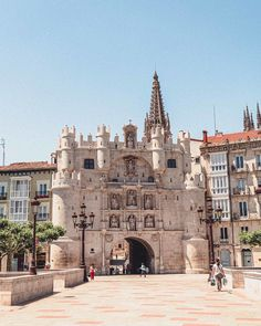 Arco de Santa María: The Medieval Gateway to Burgos in Northern Spain, Europe