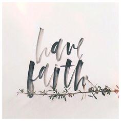 Eu digo isso para que, por estarem unidos comigo, vocês tenham paz. No mundo vocês vão sofrer; mas tenham coragem. Eu venci o mundo. (João 16:33 NTLH)
