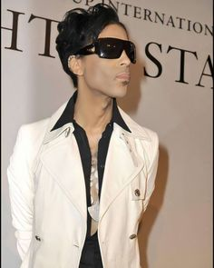 Prince Photos Photos Of Prince, Roger Nelson, Prince Rogers Nelson, Rare Photos, Mens Sunglasses, Sexy, True Quotes, Royals, Legends