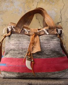 OOAK BOHO Urban Bag, for those who love a simple lifestyle.  #andreiacostahandmade #tapestrycollection2JULHO • Limited edition #urbanbohobag