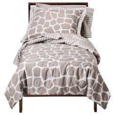 I'm learning all about Sweet JoJo Designs 5pac Giraffe Toddler Bed Set at @Influenster!