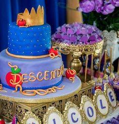 Descendants Cake - Crown top, Descendants written on cake board 2 Birthday, 6th Birthday Parties, Birthday Ideas, Decendants Cake, Bday Girl, Party Cakes, Party Time, Party Ideas, Disney Descendants