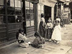 chosun - girls in Japanese and Korean dress Antique Photos, Vintage Photographs, Vintage Photos, Korean Photo, Korean Art, Old Pictures, Old Photos, Time In Korea, Korean Traditional
