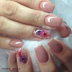 Little flower for you here <3 cheer ! #floral #nails #happy