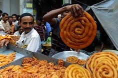 A Bangladeshi vendor displays traditional food items as Muslims crowd the area to break their fast in Dhaka, Bangladesh. Pyjama-party Essen, Fotojournalismus, Vendor Displays, Sleepover Food, Bangladeshi Food, Indian Sweets, Exotic Food, Photo Diary, Food Items