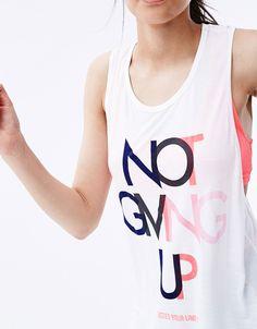 Camiseta sport manga sisa doble y top red. Descubre ésta y muchas otras prendas en Bershka con nuevos productos cada semana