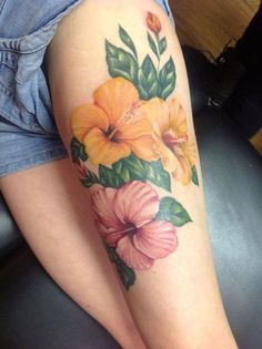 What does hibiscus tattoo mean? We have hibiscus tattoo ideas, designs, symbolism and we explain the meaning behind the tattoo. Hawaiian Flower Tattoos, Hibiscus Flower Tattoos, Flower Thigh Tattoos, Flower Tattoo Shoulder, Hibiscus Flowers, Rose Tattoos, Leg Tattoos, Body Art Tattoos, Sleeve Tattoos