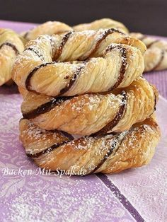 Zutaten: 2 packets of puff pastry (rolled rectangle) marzipan nuts, ground (almonds or hazelnuts) 1 egg 1 pinch of cinnamon 1 pinch of salt 4 tbsp rum powdered sugar Puff Pastry Recipes, Cookie Recipes, Snack Recipes, Snacks, Savory Pastry, Choux Pastry, Fun Baking Recipes, Bread Recipes, Breakfast Recipes