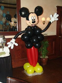 Mickey Mouse Diy balloon @Casey Chavez I heard you were looking for Mickey mouse stuff... I thought this was cute :)