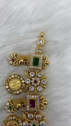 Jewelry Design Earrings, Gold Earrings Designs, Gold Jewellery Design, Gold Wedding Jewelry, Gold Jewelry, Gold Necklace, Antique Jewellery Designs, Indian Jewelry Sets, Gold Chocker