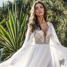 Employing a pronounced bohemian hand for the 2018 bridal collection, Asaf Dadush latest designs are a dream for brides looking for whimsical
