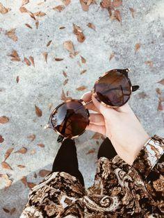 Sunglasses Online, Ray Ban Sunglasses, Sunglasses Women, Self Photography, Emotional Photography, Beautiful Girl Makeup, Cute Beauty, Stylish Girls Photos, Stylish Girl Pic