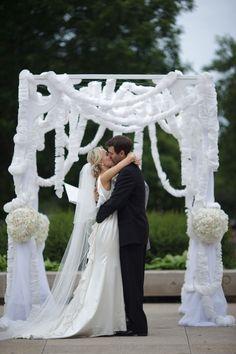 Floral Design: Elizabeth Wray Design - elizabethwraydesign.com/ Event Planning: So Dressed Up - sodressedup.com/home/home.php #chicagowedding #chicagoweddingphotos #chicagohistorymuseum #wedding