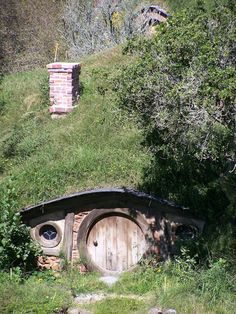 Real Hobbit Hole (homes and gardens,landscape,nature,house,photography,hobbit,lotr,cottage,beauty,beautiful)