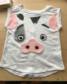 When your kid wants Pua (Moana's sidekick pig) theme birthday, you have to be creative! Moana Costume Diy, Moana Halloween Costume, Moana Costumes, Family Halloween Costumes, Disney Costumes, Halloween Fun, Disney Halloween, Pig Costumes, Toddler Costumes