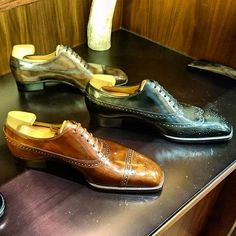 Am in Hong Kong on a short trip. Dropped by The Armoury to say hi to @yoheifukudashoemaker, who is here for a trunk show. His #shoes are simply #stunning. Each one a #masterpiece and a perfect balance between lines and curves. Featured here are 3 #balmoral #oxfords. The attention to detail is amazing. Can't wait to get my pair next month! #shoe #shoestagram #shoeporn #shoegazing #shoeaddiction #shoeaddict #classicshoes #mensshoes #menswear #mensstyle #sotd #yoheifukuda #wingtip #brogue