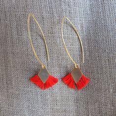 Boucles d'oreille crochet pompons oranges : Boucles d'oreille par charlotteguillard