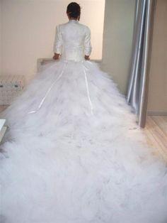 Robe de mariee tres longue traine