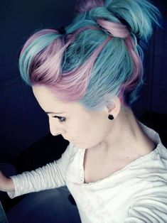 ✝☮✿★ COLORFUL HAIR ✝☯★☮ I love the combination of the pink and blue they work really well together!