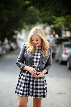On aime la petite robe vichy associé au perfecto !