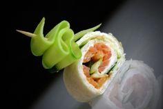 Les petits wraps KIRI au saumon et concombre ! Vous n'en ferez qu'une bouchée ! Chef Party, Canapes, Food Presentation, Entrees, Sushi, Sandwiches, Dessert Recipes, Appetizers, Kiri