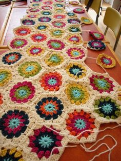crochet blanket - would love to have time to make things like this. I'd probably use different colors though.