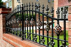 Compound Wall Design Exterior Garden 26 Ideas For 2019 House Fence Design, Fence Gate Design, Steel Gate Design, Front Gate Design, Wrought Iron Driveway Gates, Iron Garden Gates, Wrought Iron Gate Designs, Garden Railings, Compound Wall Design