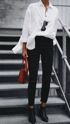 classic fall style. white shirt. black skinny jeans. red shoulder bag.