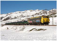 https://flic.kr/p/KL5GXE   Golpejar  20-02-16   Locomotiva Eléctrica nº251-016, com um comboio bobineiro a descer Pajares.