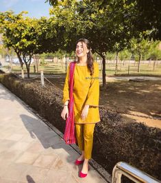 Likes, 392 Comments - Aaniat Khalid Stylish Dresses For Girls, Stylish Dress Designs, Designs For Dresses, Simple Dresses, Casual Dresses, Stylish Dress Book, Trendy Outfits, Simple Pakistani Dresses, Pakistani Dress Design