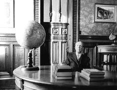 """""""Si un libro los aburre, déjenlo, no lo lean porque es famoso, no lean un libro porque es moderno, no lean un libro porque es antiguo. Si un libro es tedioso para ustedes, déjenlo... ese libro no ha sido escrito para ustedes."""" Jorge Luis Borges."""