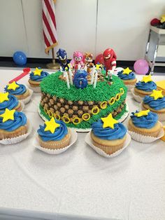 Sonic the Hedgehog birthday cake and cupcakes
