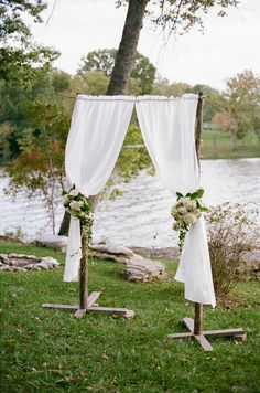 Lauren and Jon's Lakeside Ceremony. Photography by Jenna Henderson #altardecor #ceremony